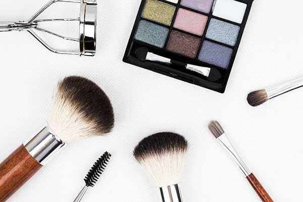 Pearlescence in cosmetics: discover different paths